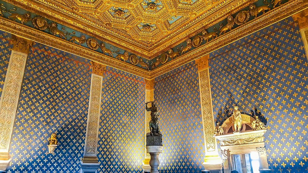 the Hall of Lilies, with the statue of Judith and Holofernes