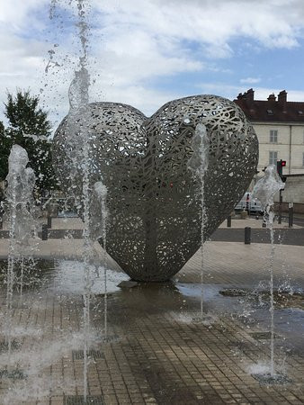 "Troye's ""heart""sculpture on the Canal du Trevois"