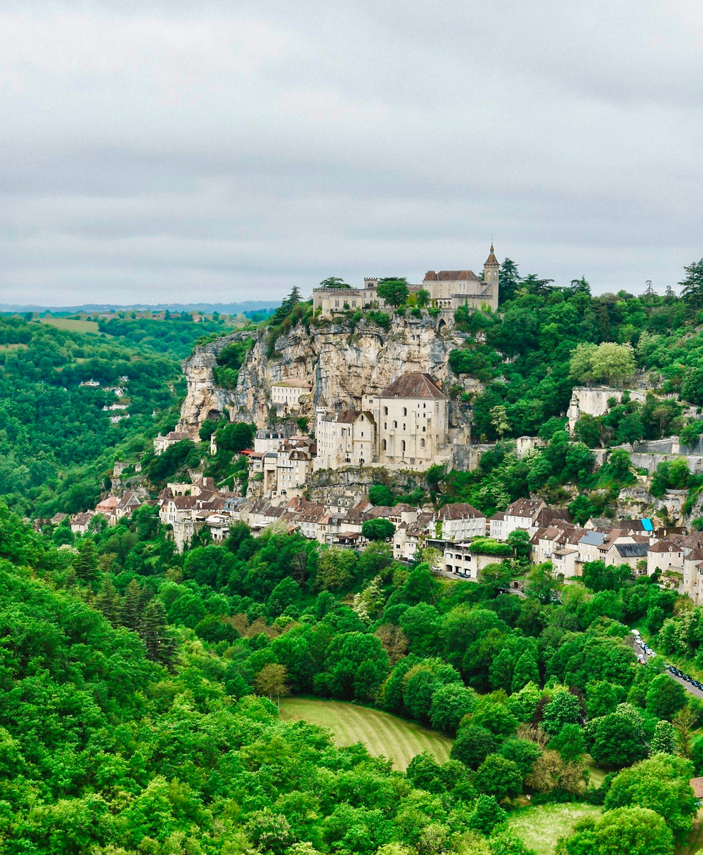 dramatic setting of Rocamadour France