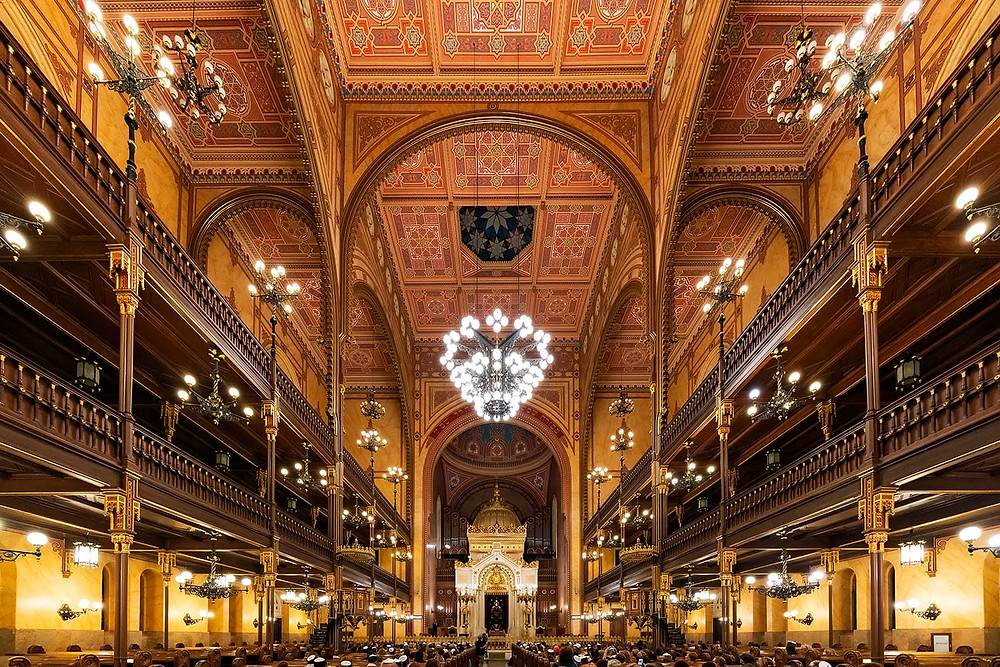 beautiful interior of the Great Synagogue
