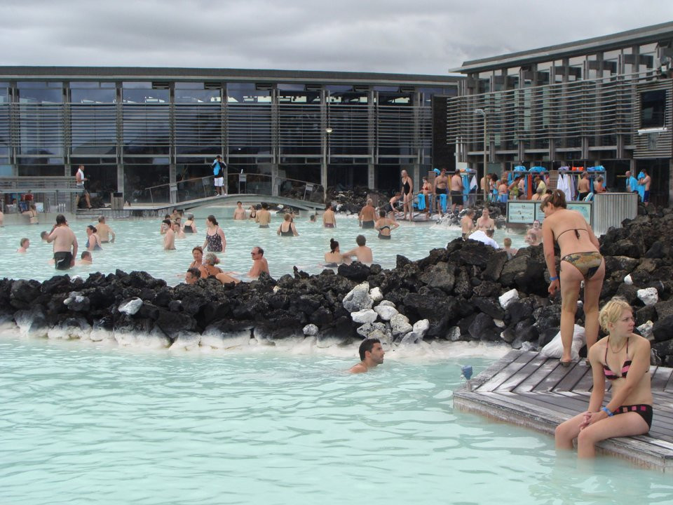 What the Blue Lagoon actually looks like with crowds and a backdrop of industrial buildings