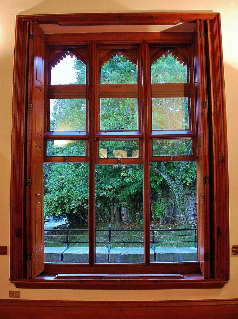 a sash window in El Capricho