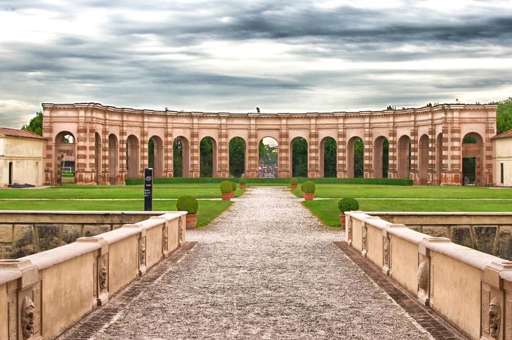 "the ""backyard"" of the Te Palace"