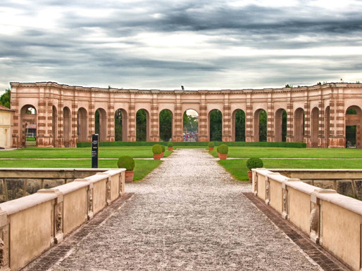 Visitor's Guide to Mantua's Spectacular Te Palace