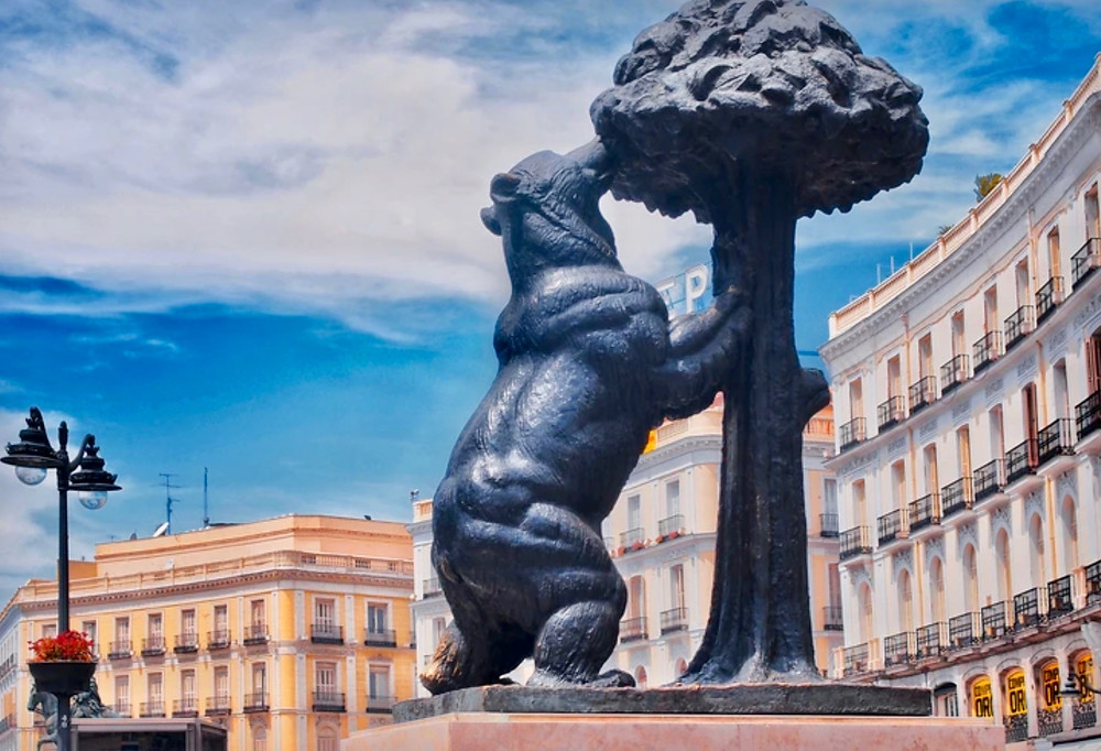 Bear and the Strawberry Tree statue in Puerta del Sol