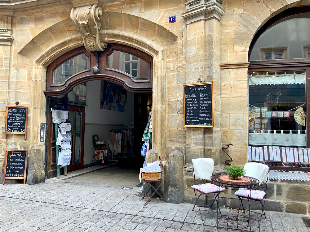 entrance to the most adorable coffee shop and cafe, Spitz Rein