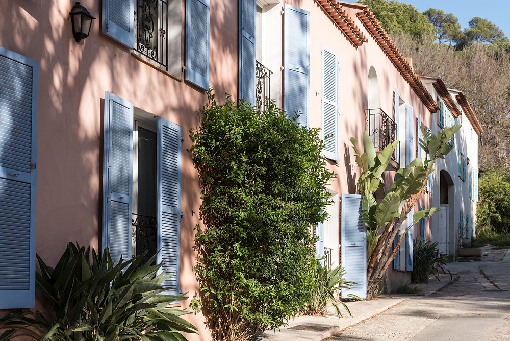 pretty pastel street on Poquorolles Island in Provence