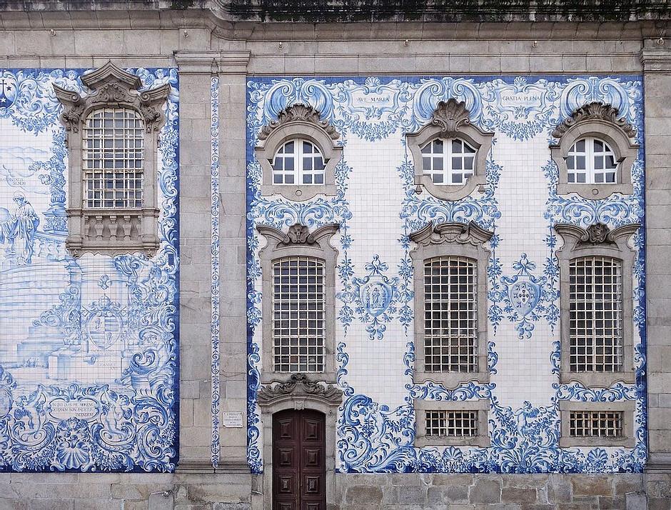 detail of the Instagram famous eastern facade of the Igreja do Carmo