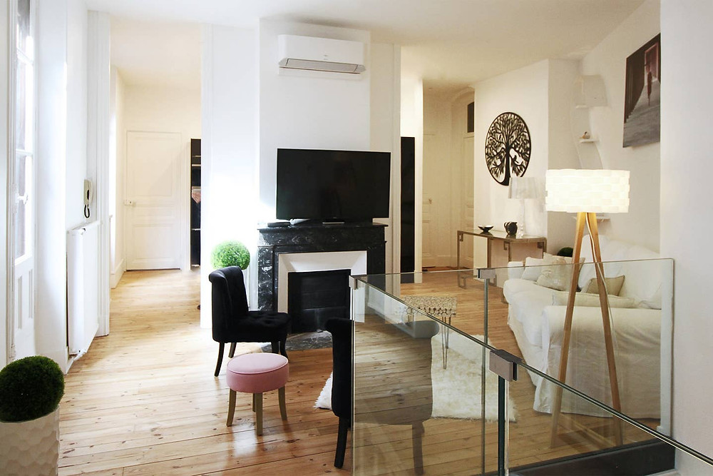 a swishy modern AirBnb apartment I had in Toulouse in an ancient  building in the Carmes neighborhood