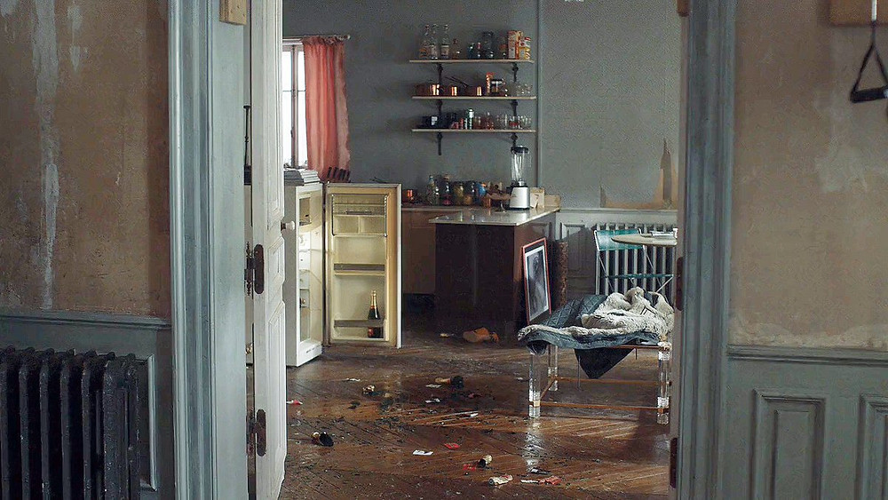 the last we see of Villanelle's gorgeous apartment after Eve stabs her in the finale of Season 1