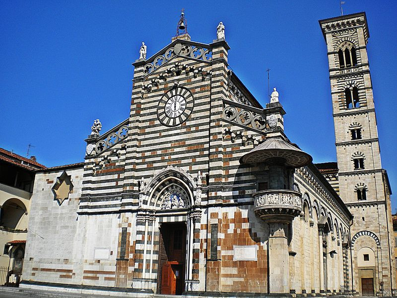 the Duomo in Prato, a must see site in Tuscany