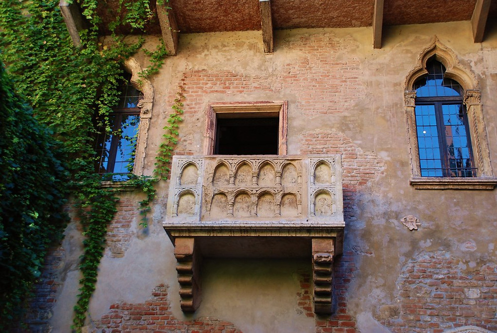 the iconic balcony of Juliet's House where Romeo and Juliet declare their love