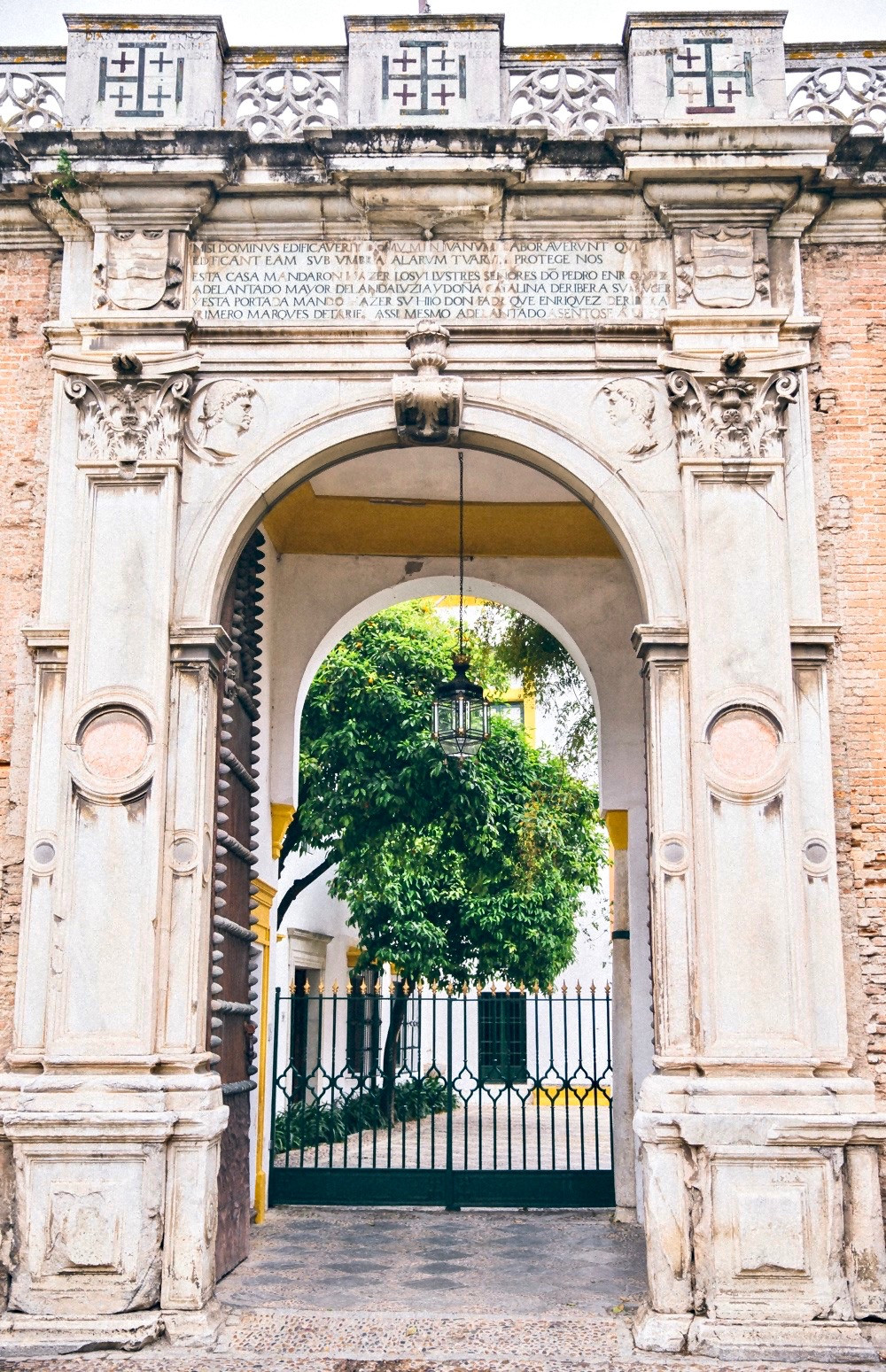 the Renaissance gate, which is the entrance to the Casa de Pilatos