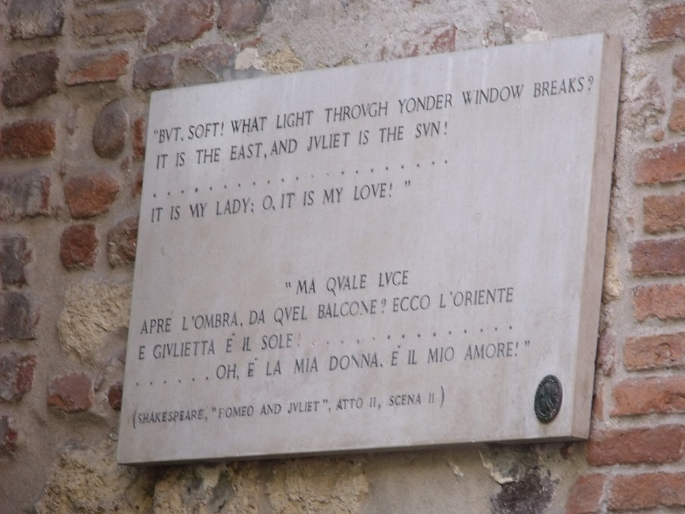 sign with a Shakespeare quote at Romeo's House on Via Arche Scaligere in Verona