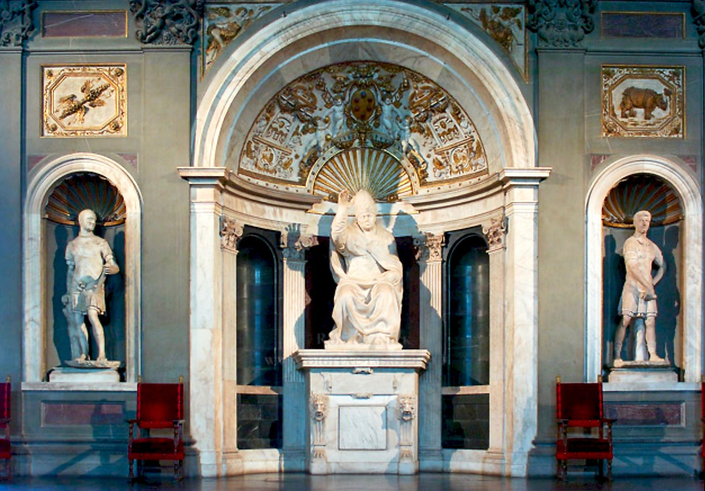 In the center, sculpture of Leo X Blessing by Baccio Bandinelli