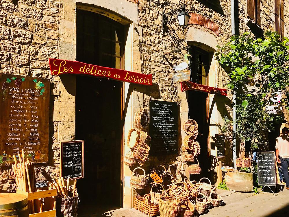 a wine store and artisan shop in Cordes Sur Ciel