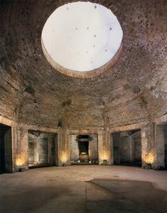 the Octagonal Room of Domus Aurea with its niches and oculus