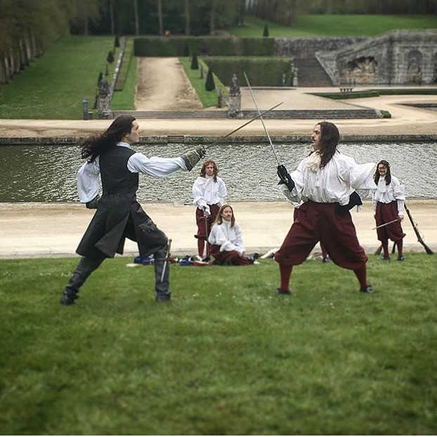 sparring scene in the Vaux-le-Vicomte gardens