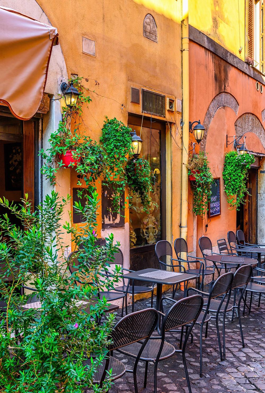 pretty pastel buildings in Trastevere