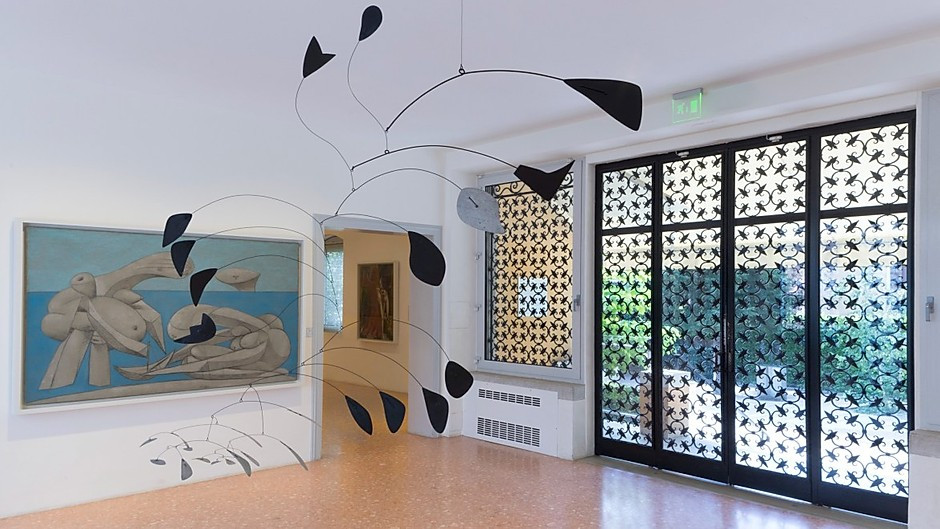 a room in the Peggy Guggenheim museum displaying Picasso's Poet on a Beach and an Alexander Calder mobile