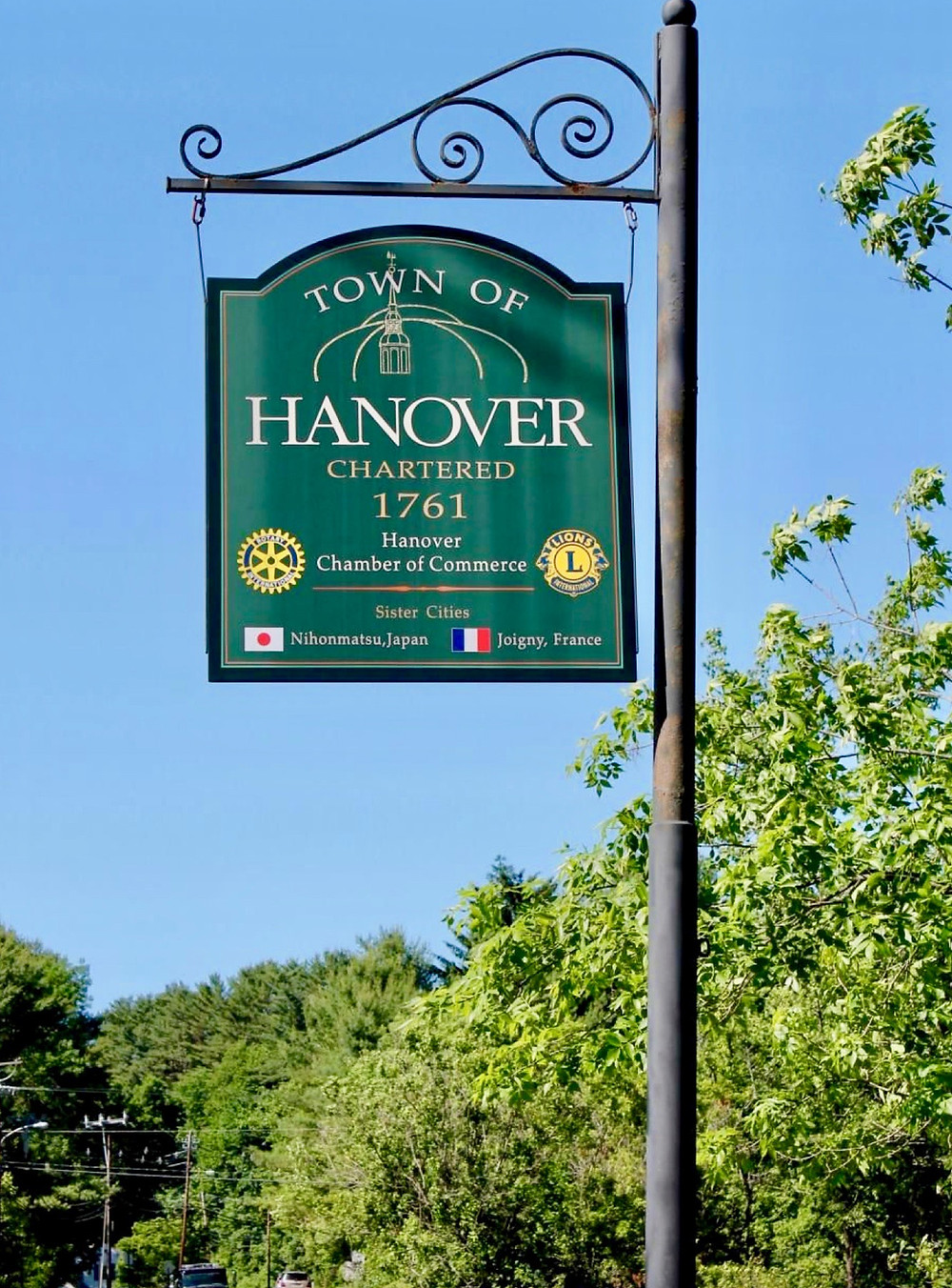 sign marking the town of Hanover NH