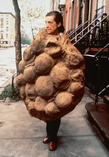 Louise Bourgeois, 1975, in her latex sculpture Avenza from 1968-69