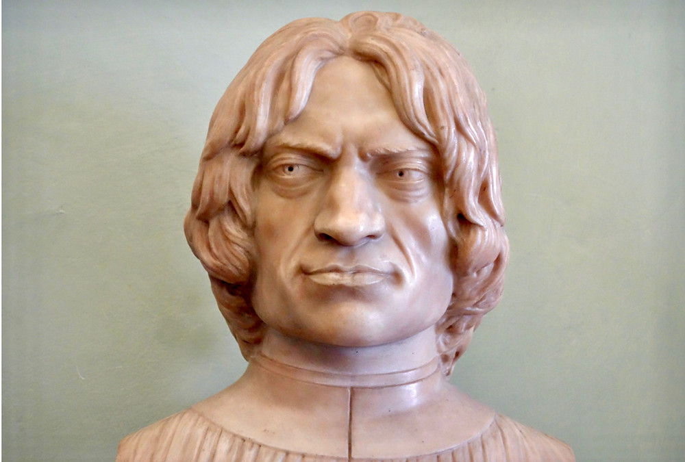 a bust of Lorenzo the Magnificent greets you at the entrance of the Uffizi