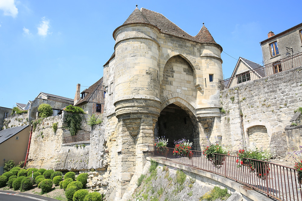 Porte d'Ardon, the impressive 14th century entrance to the medieval town of Laon France and a little turreted fortress of its own