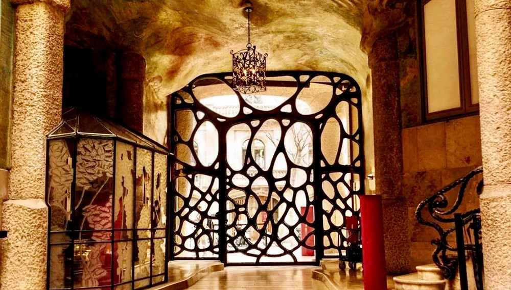 the beautiful wrought iron entryway to La Pedrera