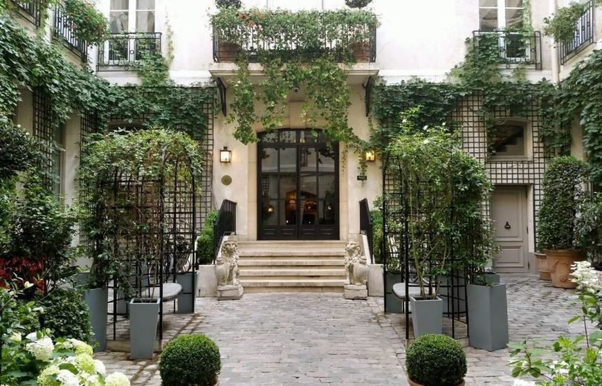 courtyard of the Relais Christine, hidden away on the Left Bank