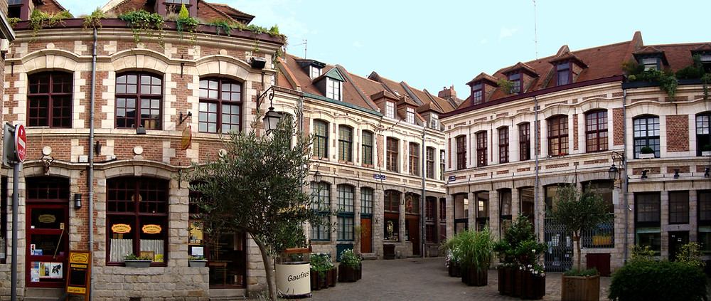 Place aux Onions, a delightful small square in Lille France