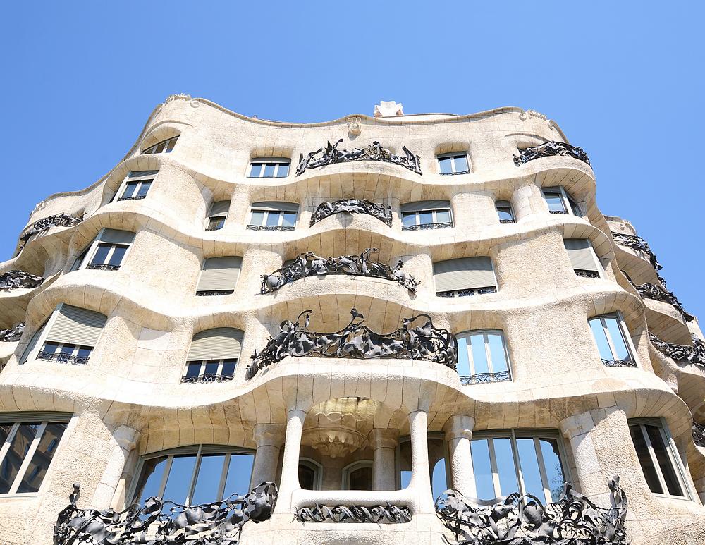 the curvy petrified wave facade of La Pedrera