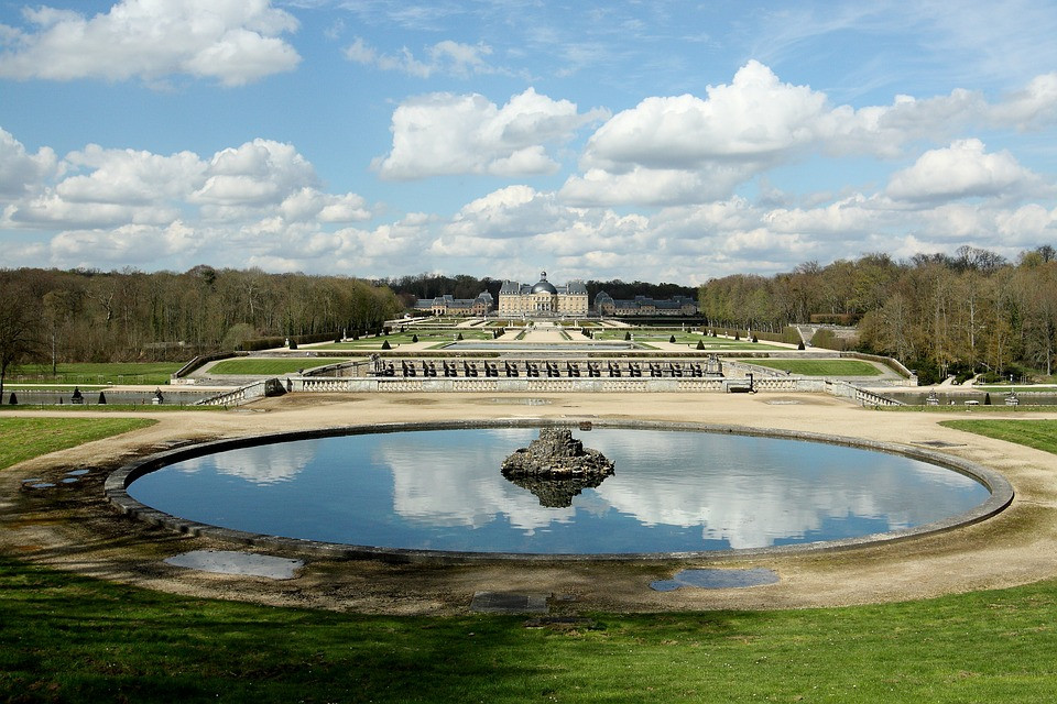 the gardens at Chateau Vaux de Vicomte