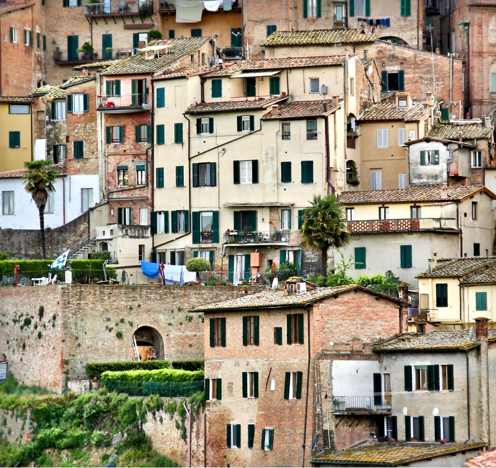 pretty rustic houses in Siena Italy