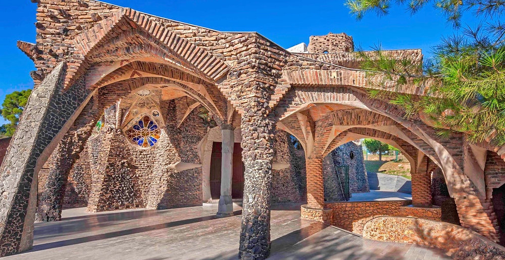 entrance to Colonia Guell