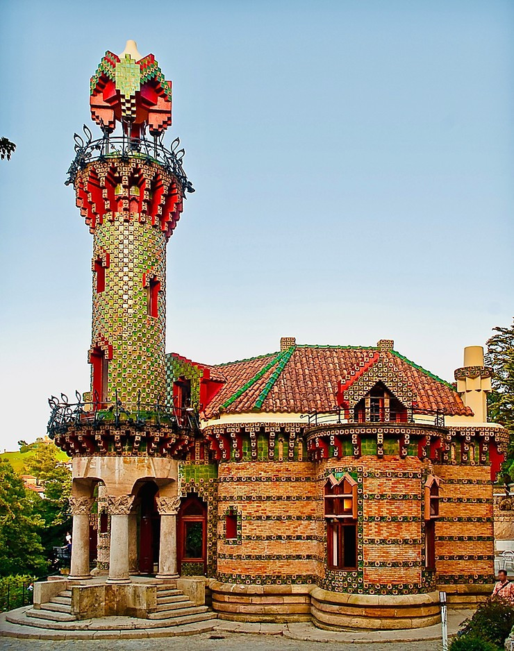 the gaudy colors of Gaudi's El Capricho
