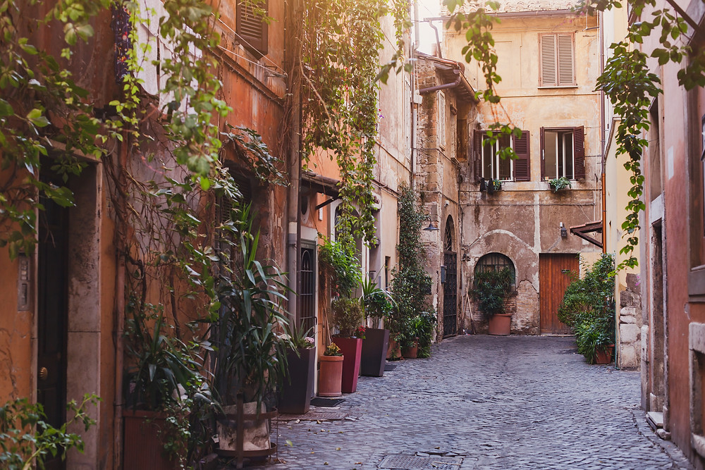 scenic street in Rome's Trastevere neighborhood