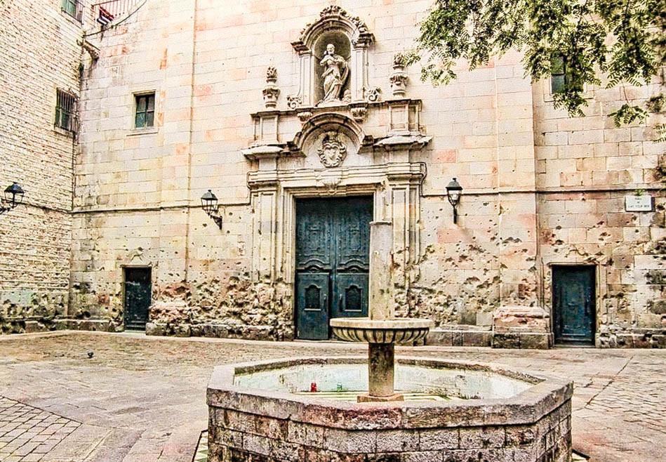 pockmarked church in the Placa de Sant Felip Neri