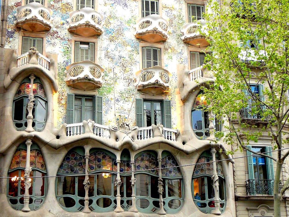 the eerie and glamorous facade of Casa Batlló