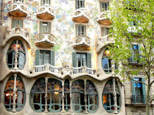 Dragon Iconography: Guide To Gaudí's Casa Batlló in Barcelona Spain