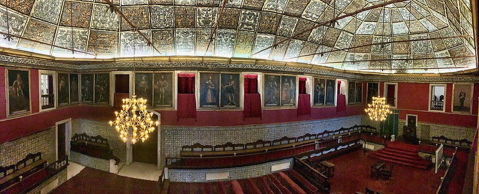 panoramic shot of the Great Hall of Acts at Coimbra University where PhD students defend their dissertations