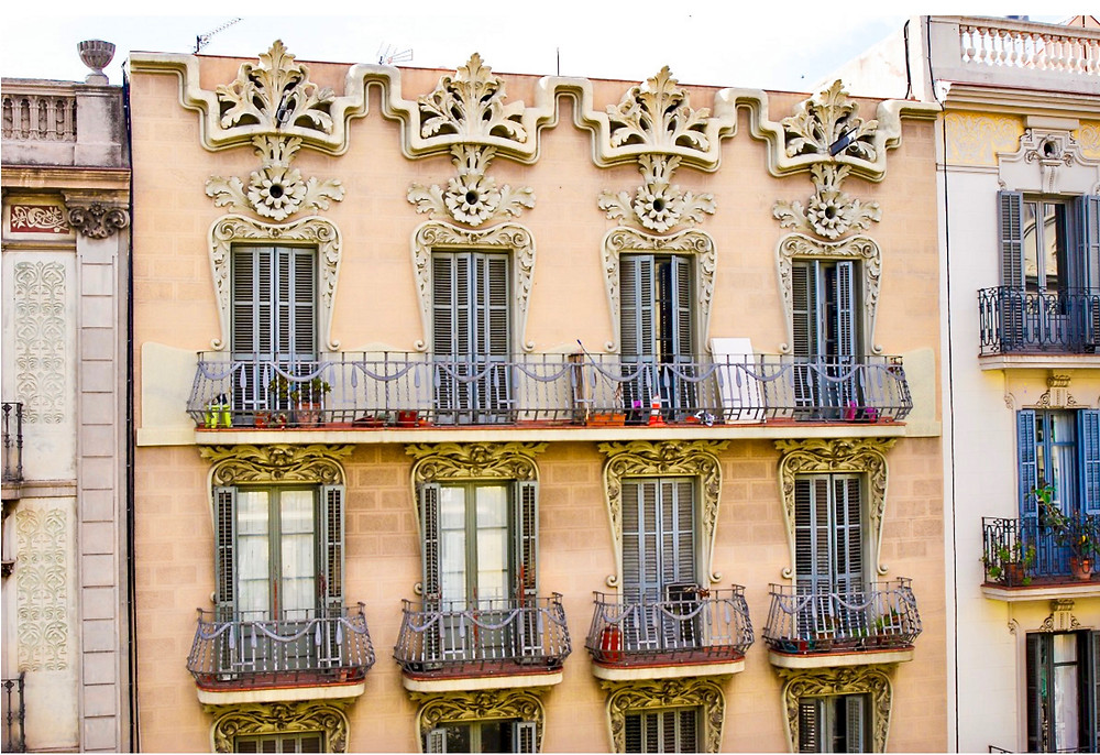 pretty Modernist facade in Eixample