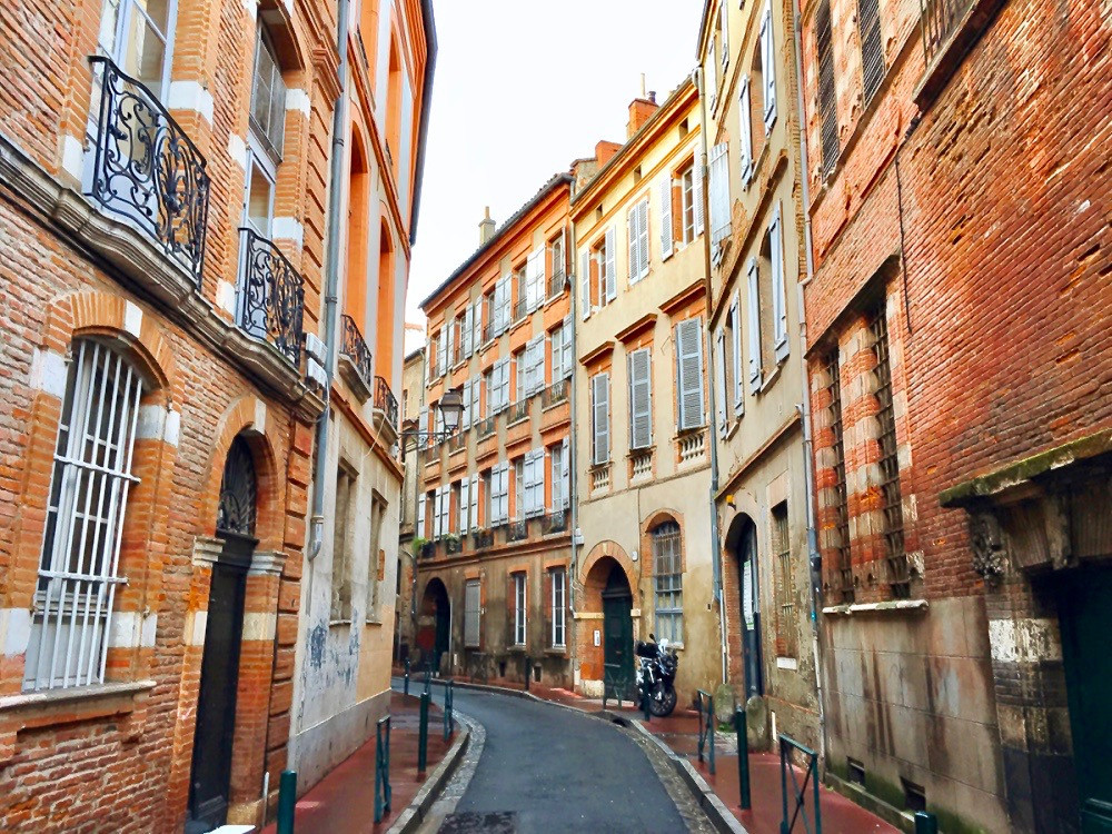 pretty Carmes neighborhood in Toulouse