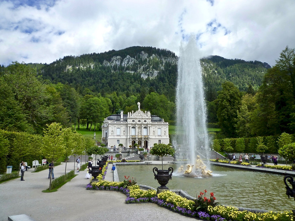 The Flora and Putti fountain, operated solely through the pressure of the natural gradient, can rise up to 22 meters into the air.  It blasts about every 30 minutes.