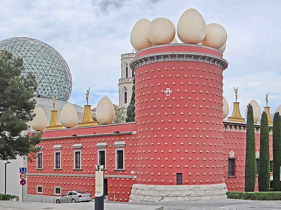 the Dali Theater and Museum in Figueres Spain. The building looks like it has goosebumps.
