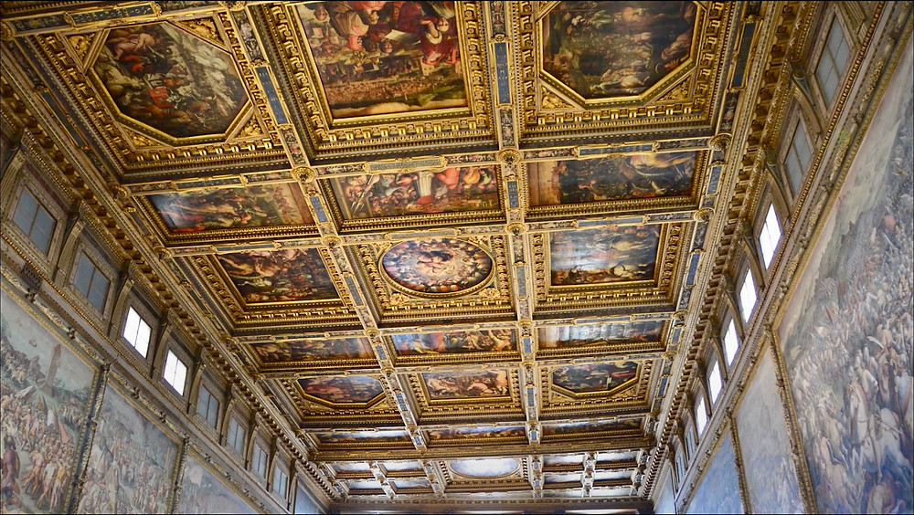gilded ceiling in the Hall of Five Hundred