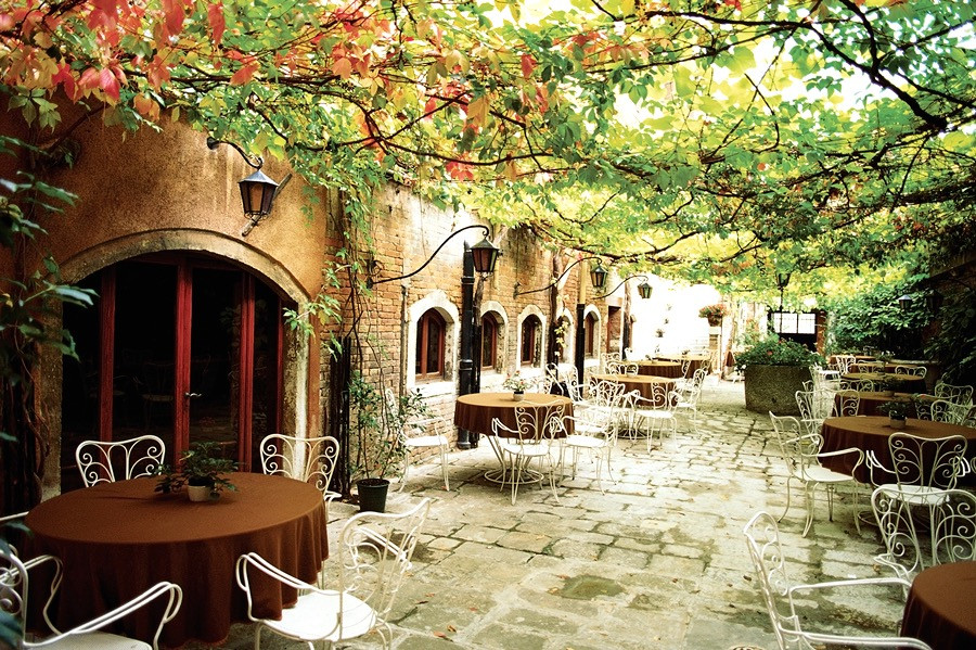 cute cafe in Italy