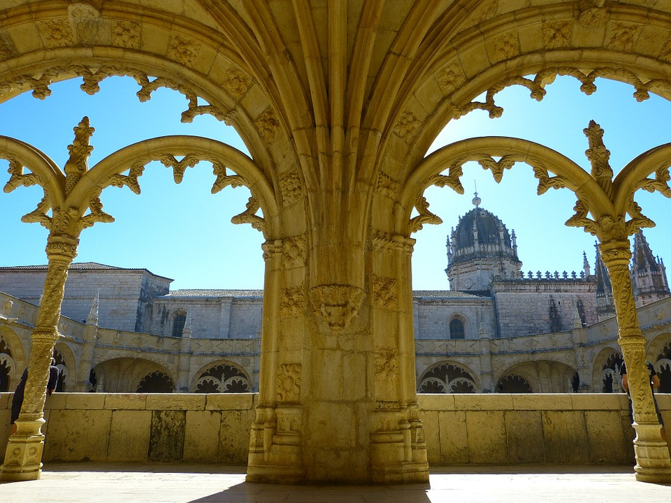 beautiful Manueline cloister of the Jerónimos Monastery