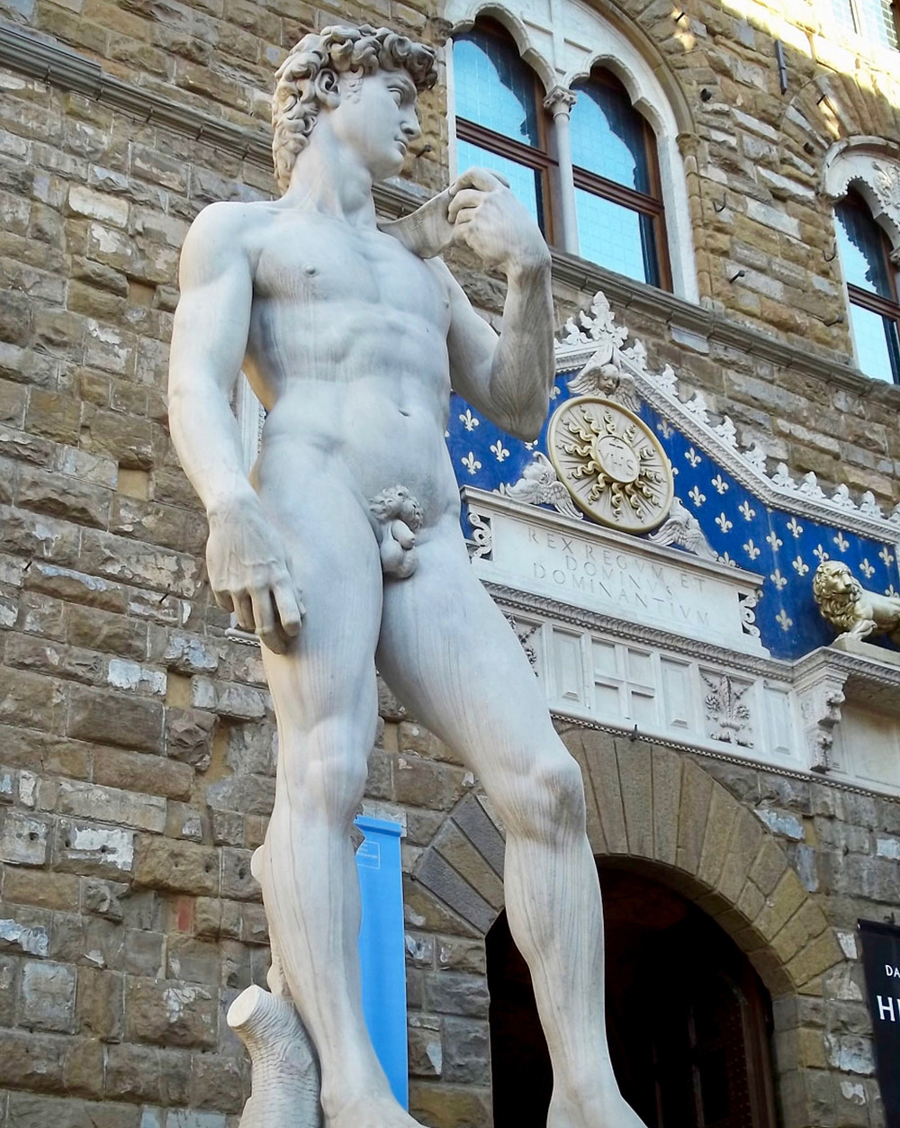 copy of Michelangelo's David at the entrance of Palazzo Vecchio
