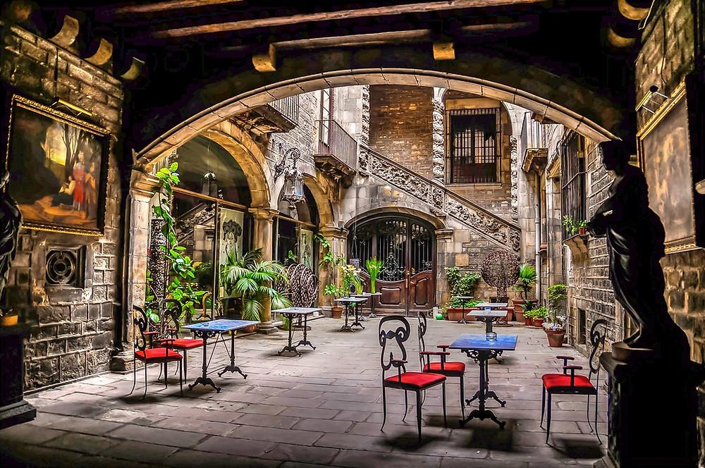 courtyard of Palau Dalmases